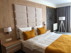 Łóżko lub łóżka w pokoju w obiekcie Hotel Ines