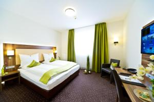 A bed or beds in a room at Wohlfühl-Hotel Neu Heidelberg
