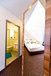 A bathroom at Wohlfühl-Hotel Neu Heidelberg