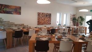 Ein Restaurant oder anderes Speiselokal in der Unterkunft Agriturismo Regusci