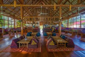 Un restaurante o sitio para comer en Paradise Villas Koh Rong Sanloem