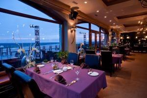A restaurant or other place to eat at Hotel Tumski
