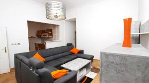 A seating area at Taurus 2 Apartment