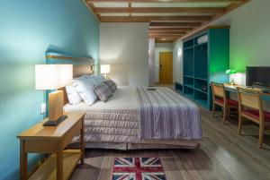 A bed or beds in a room at BRITANICO UPSTAIRS
