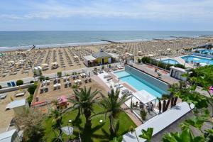 Výhled na bazén z ubytování Hotel Conchiglia nebo okolí
