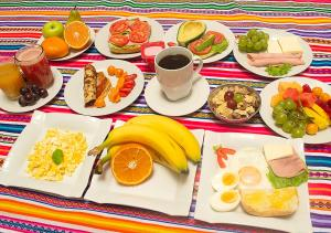 Breakfast options available to guests at Paypurix Hostel Lima Airport