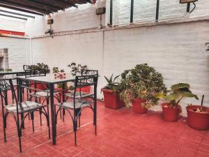 A restaurant or other place to eat at Hostel Lagares