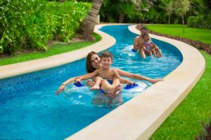Бассейн в Grand Sirenis Riviera Maya Resort & Spa All Inclusive или поблизости