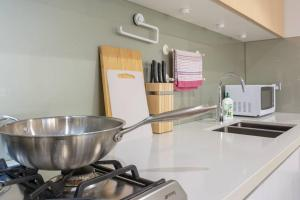 A kitchen or kitchenette at Peaceful & Friendly apt With Riverside Parkland