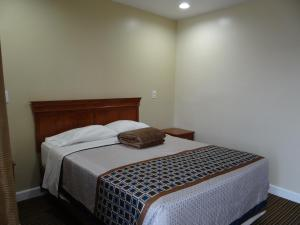 A bed or beds in a room at Travel Inn