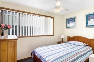 A bed or beds in a room at Campbell Avenue, 28