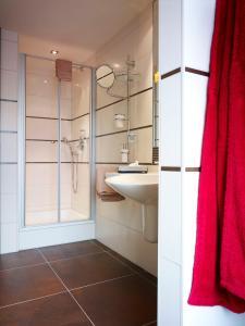 Ein Badezimmer in der Unterkunft Hotel am Stadtring