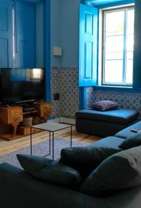 A seating area at Back to Lisbon Hostel