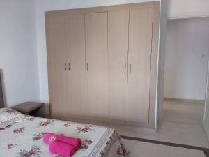 A bed or beds in a room at Appartement NOUZA
