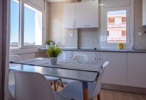 Een keuken of kitchenette bij Apartamentos AR Family Melrose Place