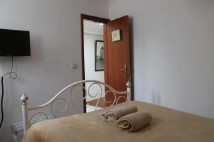 A bed or beds in a room at Casa Coelho - Alojamento Local
