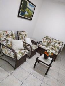 A seating area at Hotel Imperial Inn