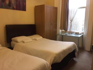 Ein Bett oder Betten in einem Zimmer der Unterkunft Anwar House