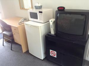 A television and/or entertainment center at Motel St-Thomas