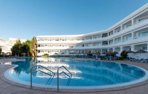 Het zwembad bij of vlak bij Hotel Palia La Roca