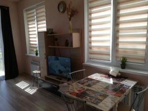 Телевизор и/или развлекательный центр в Guest House Daria