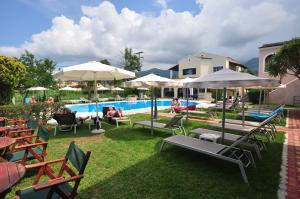 Πισίνα στο ή κοντά στο Acharavi Garden