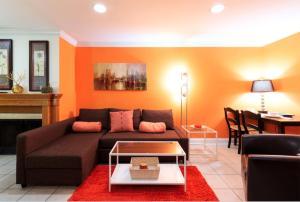 A seating area at Furnished Kalorama Studio-283