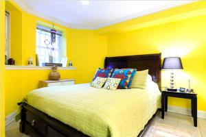 A bed or beds in a room at Furnished Kalorama Studio-283