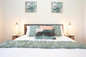 A bed or beds in a room at THE RENWICK - Hosted by: L'Abode Accommodation