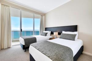 A bed or beds in a room at Pacific Views Resort