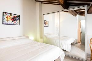 A bed or beds in a room at Istay - Appartamenti Sole & Luna