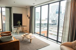 A seating area at CREATIVE VALLEY NEST – Luxury Rooftop Apartments