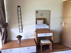 Кровать или кровати в номере Oasis Beach Apartments Kamchia