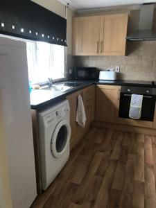 A kitchen or kitchenette at 8 Pickering Road