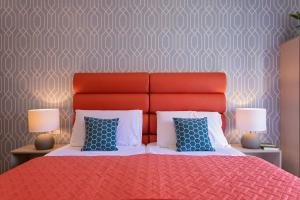 A bed or beds in a room at La Preziosa Rooms