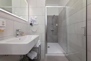 A bathroom at La Preziosa Rooms