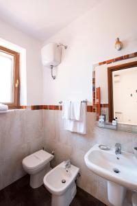 A bathroom at La Suite di San Pietro