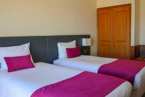 A bed or beds in a room at Hotel Horta