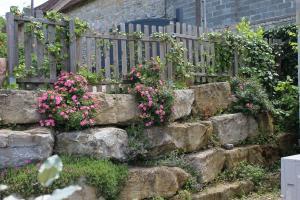 A garden outside A l'Oree des Cazelles