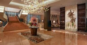 The lobby or reception area at Fairmont Makati