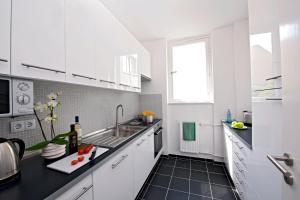 A kitchen or kitchenette at Art'Appart Suiten