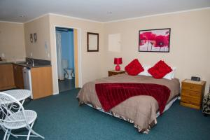 A bed or beds in a room at Te Waka Lodge