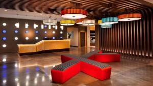 The lobby or reception area at GLō Best Western Asheville Tunnel Road