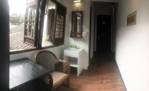 A seating area at Mingtown Suzhou Youth Hostel