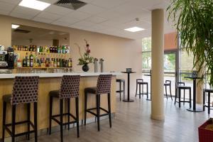 Salone o bar di Comfort Hotel Aeroport Lyon St Exupery