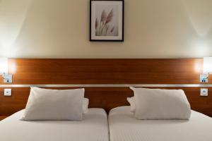 Letto o letti in una camera di Comfort Hotel Aeroport Lyon St Exupery