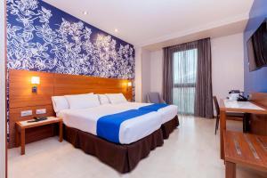 Cama o camas de una habitación en Hotel Gran Bilbao
