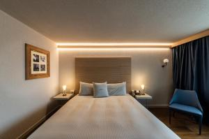 A bed or beds in a room at Hotel Maya Caprice
