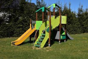 Plac zabaw dla dzieci w obiekcie Domki Letniskowe Zielony Zakątek