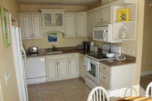 A kitchen or kitchenette at An Island Getaway at Palm Tree Villas